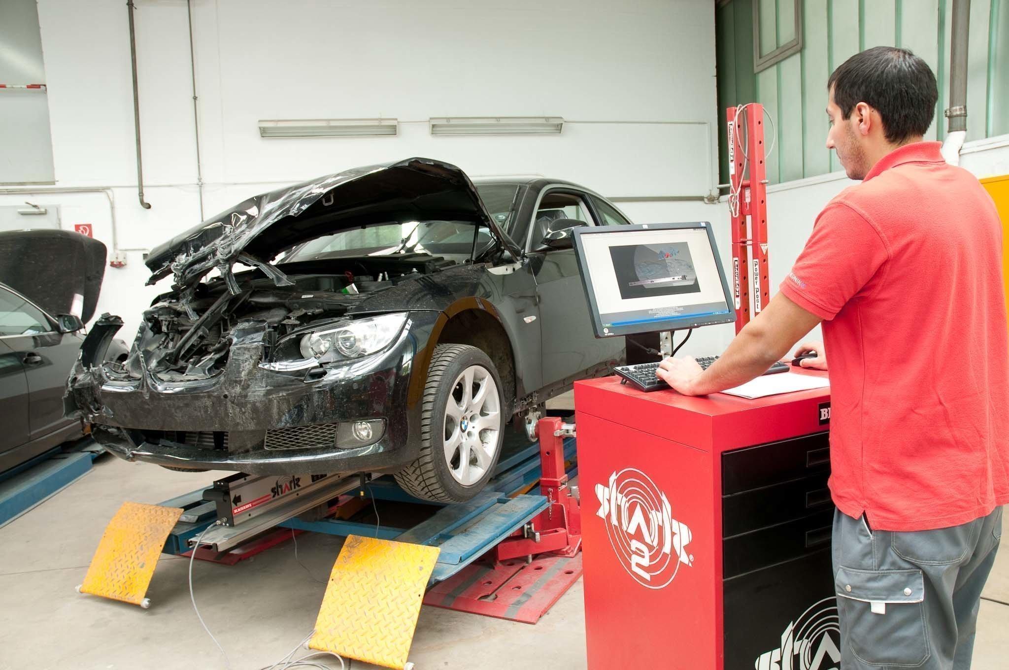 Что делать если автосервис затягивает ремонт машины? Как то заставить страховщика поставить оригинальные детали?
